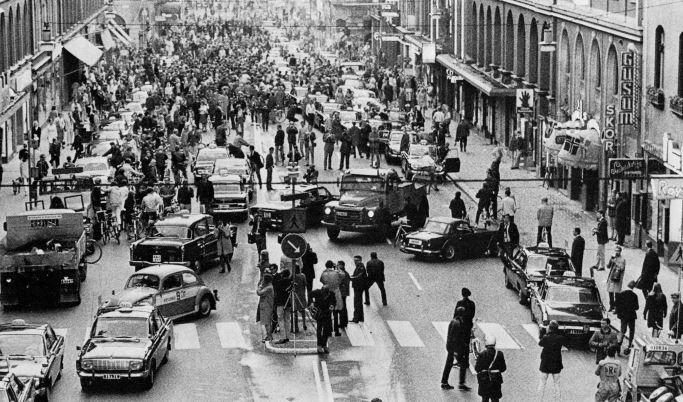 Ruotsissa siirryttiin oikeanpuoleiseen liikenteeseen vajaa 50 vuotta sitten - liikenneonnettomuudet vähenivät