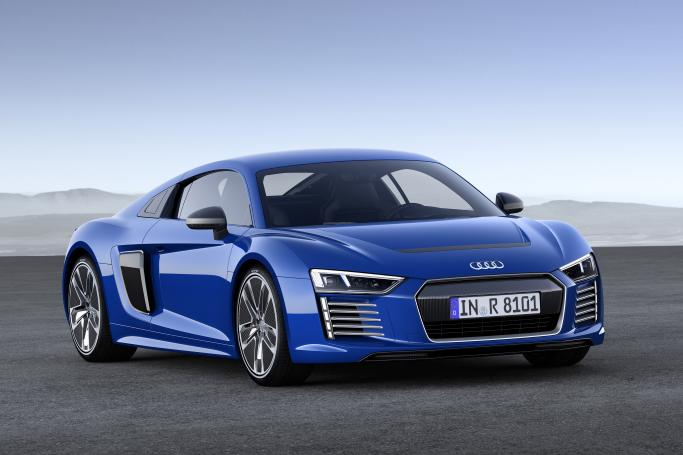 Audi esitteli itsekseen ajavan sähkö-R8:n