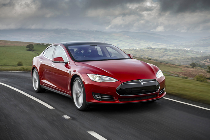 Teslan hankkiminen ensimmäisenä ei ole perinteistä autokauppaa